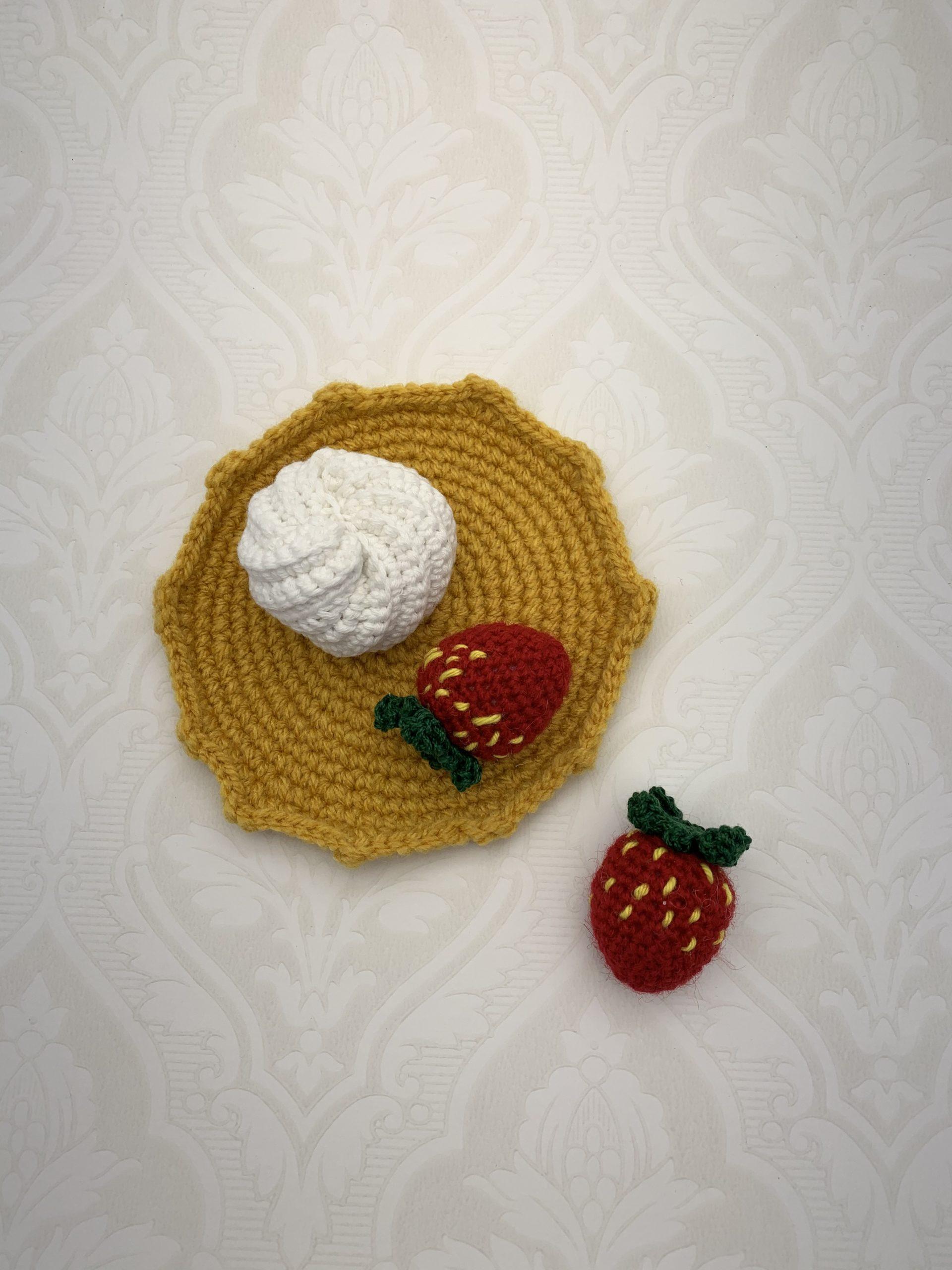 Virkad pannkaka med jordgubbar