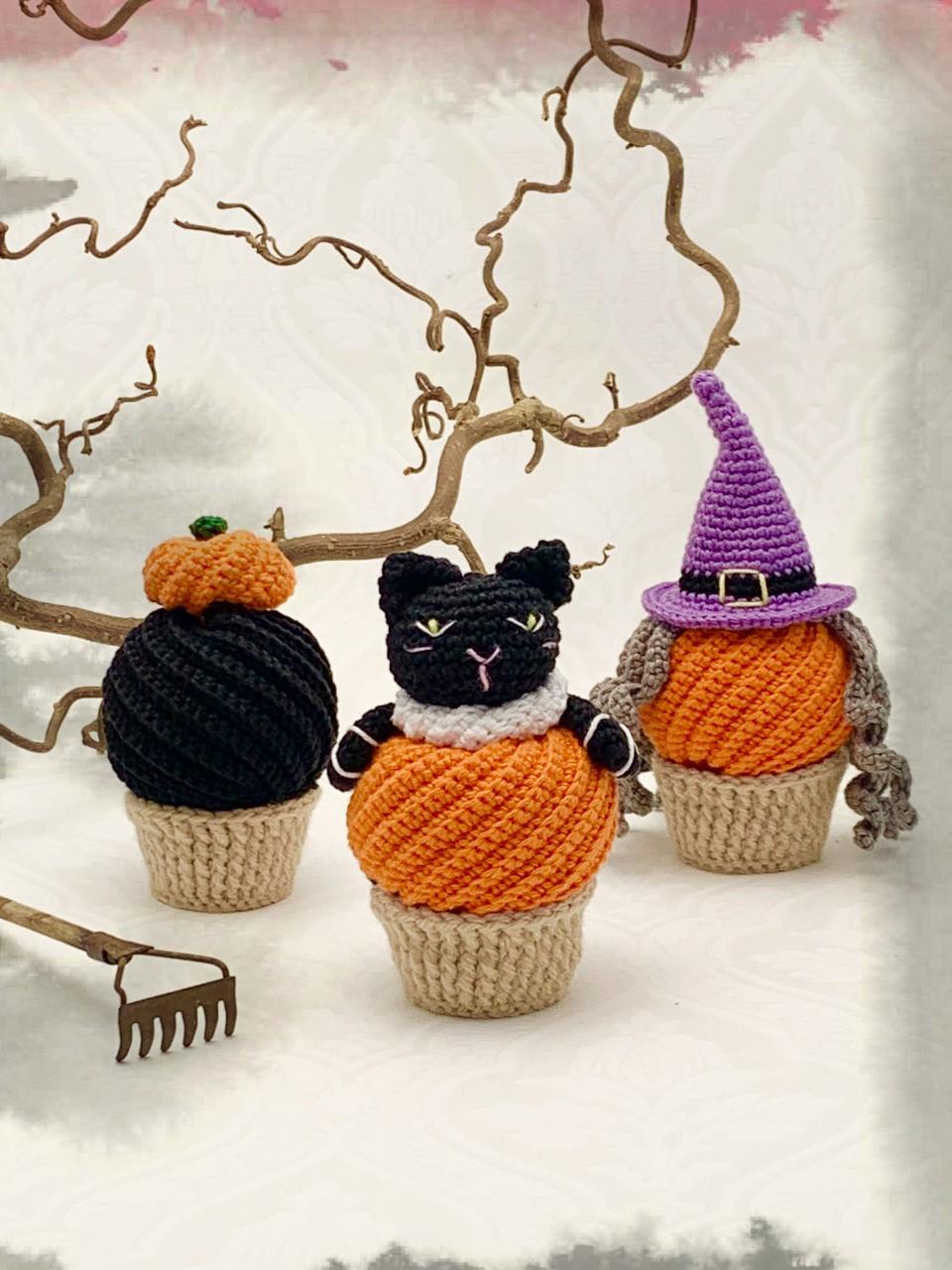Mönster ellenkantarellens virkade Halloweencupcakes